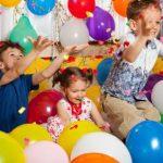 ninos divirtiendose en fiesta de cumpleanos
